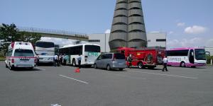 川崎市消防局と合同で緊急時対応訓練を行いました。